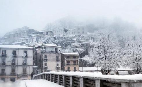 """<div class=""""at-above-post-homepage addthis_tool"""" data-url=""""https://www.altacalabriameteo.it/?p=4891""""></div>Notte da lupi in Calabria. Abbondanti nevicate si stanno registrando un po' su tutta la regione. Particolarmente colpito il cosentino dove nevica sin dalle basse quote. Nevica […]<!-- AddThis Advanced Settings above via filter on get_the_excerpt --><!-- AddThis Advanced Settings below via filter on get_the_excerpt --><!-- AddThis Advanced Settings generic via filter on get_the_excerpt --><!-- AddThis Share Buttons above via filter on get_the_excerpt --><!-- AddThis Share Buttons below via filter on get_the_excerpt --><div class=""""at-below-post-homepage addthis_tool"""" data-url=""""https://www.altacalabriameteo.it/?p=4891""""></div><!-- AddThis Share Buttons generic via filter on get_the_excerpt -->"""